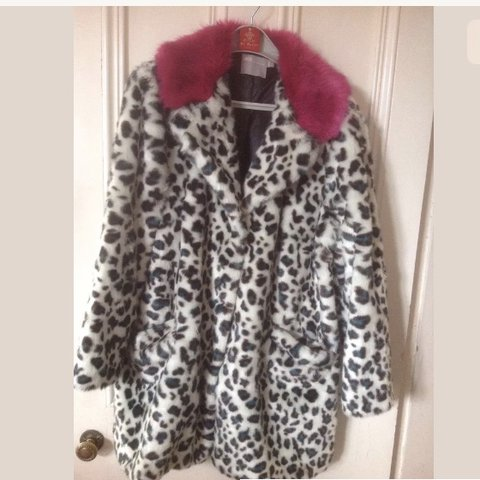 772a8ae21832f REDUCED!! ASOS LEOPARD PRINT FAUX FUR COAT WITH PINK COLLAR! - Depop