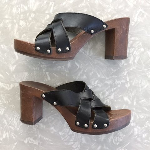 224a6c56491e Vintage 90s style platfrom sandals. Three black leather heel - Depop
