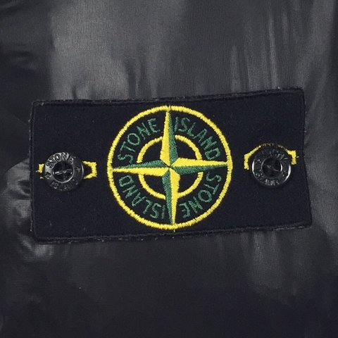 stone island badge. excellent condition, no flaws. - depop