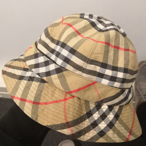 0f04964be71 AUTHENTIC Burberry bucket hat 8 10 condition