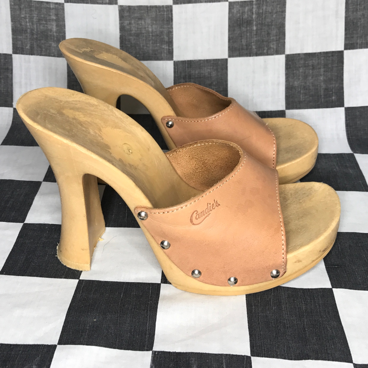 Candies wooden mules. Check out the