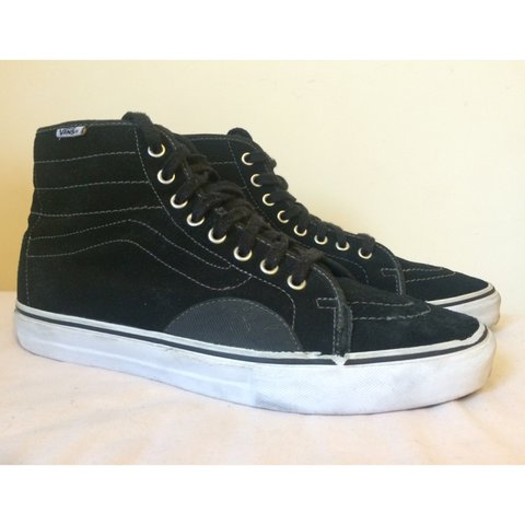 3292e1881c Vans Pro AV Classic High. Worn Skated in once hence the bit - Depop