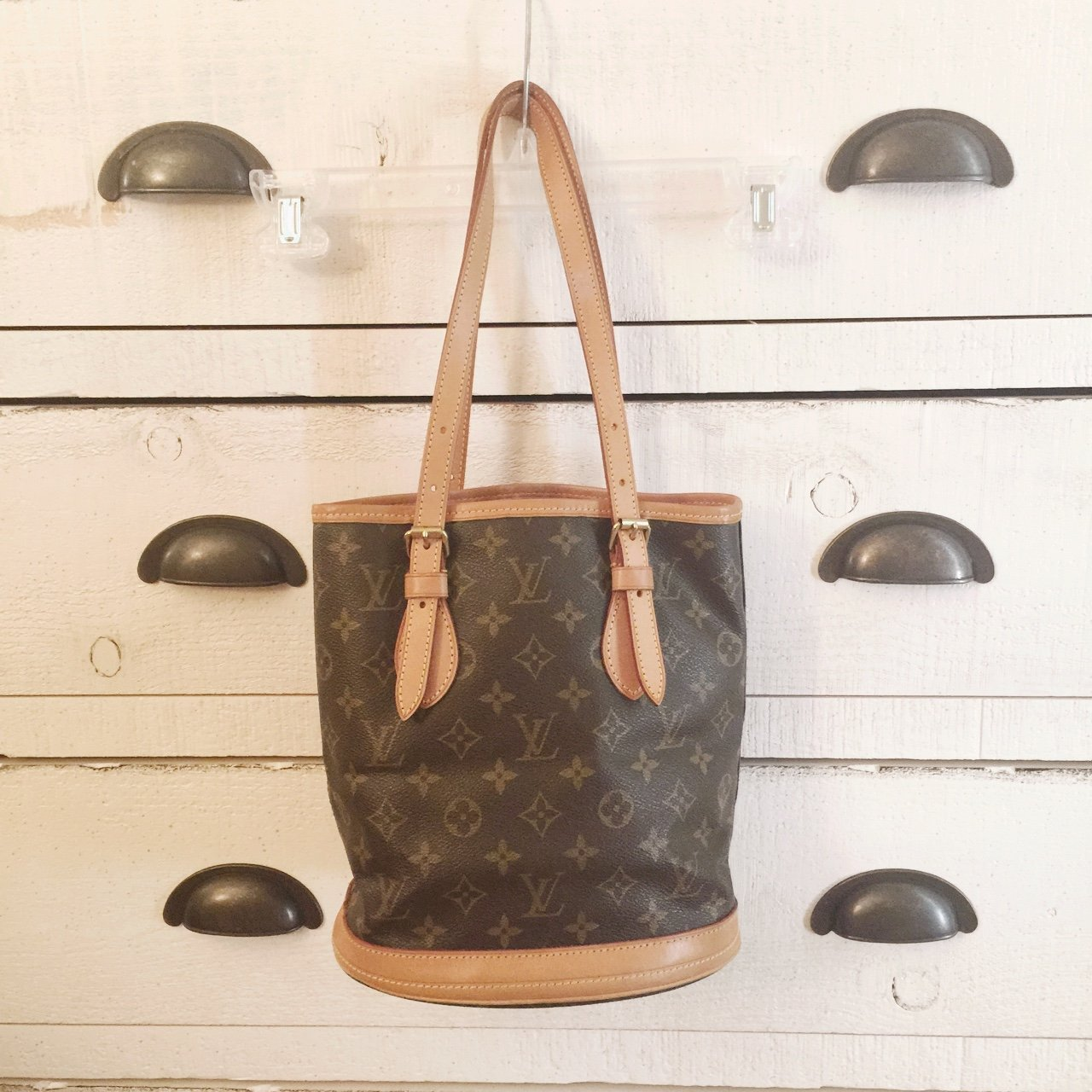 6bf1f24d6ace Used  authentic Louis Vuitton bag 💼 The outside is in but - Depop