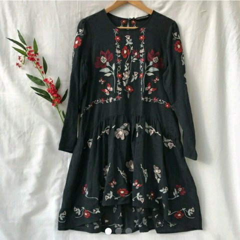 f122608a316 Zara embroidered floral dress. Blue -grey with red flowers. - Depop