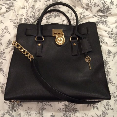 8caa49798094b4 @samantharyanv. 3 years ago. Chicago, IL, USA. Authentic Michael Kors Large  Hamilton Tote Bag. Used very few times and in perfect ...