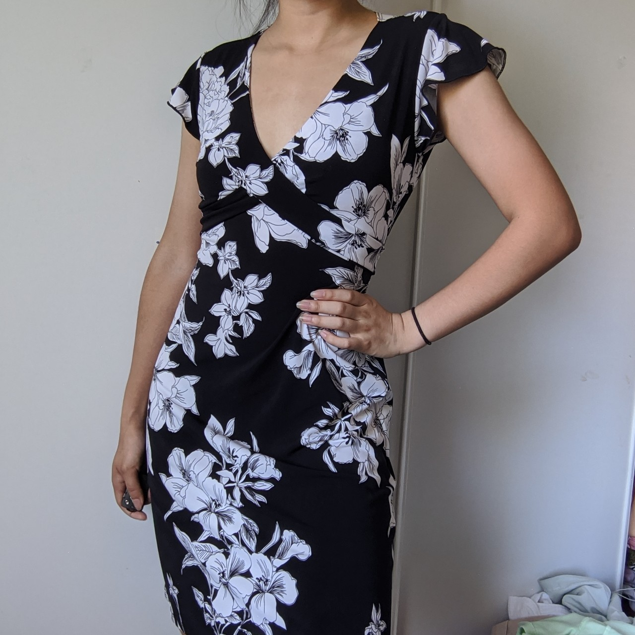 Gorgeous black and white floral dress with ruffled sleeves!🤍🖤🤍