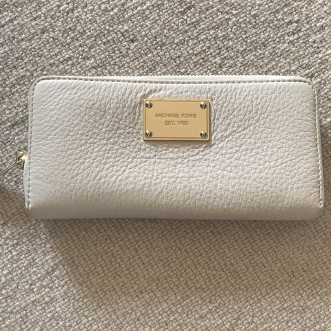 d18326708d8a76 @daisyphil. 8 months ago. Bordon, United Kingdom. Michael Kors cream  leather purse. Has a small pink mark ...