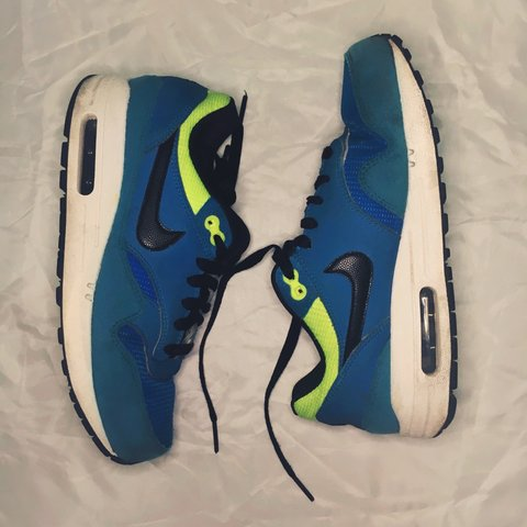 078a8ed057f3f Selling my Nike Air trainers. Blue with fluorescent yellow i - Depop