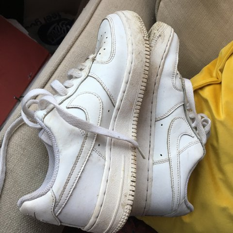 94df668807 White Nike airforce Size 4 Good condition