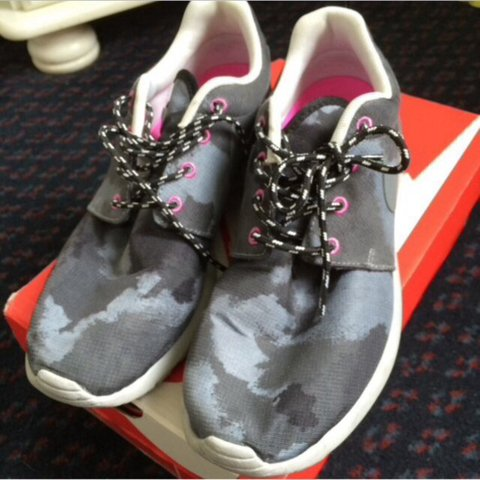 692f132488f8 LOWER PRICE INCLUDING POSTAGE AND OPEN TO OFFERS Nike Roshe - Depop