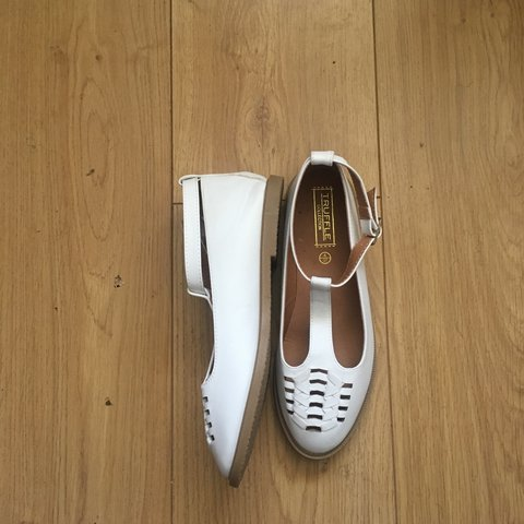 6ebae75e757 White leather t bar dolly shoes size 4 Perfect for summer - Depop