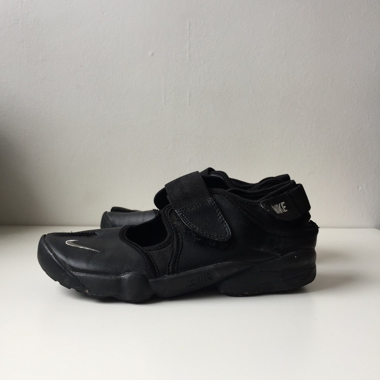 626496164973c4 Nike Air Rift Triple Black   Silver UK 6 £28 Vintage Air Max - Depop