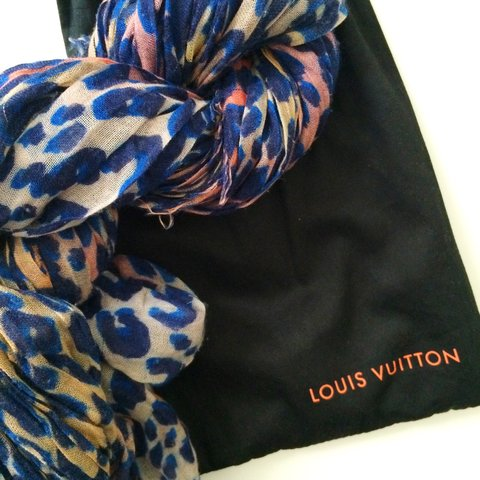 2dab3f2013830 Rare and Authentic Louis Vuitton leopard print Stephen I to - Depop