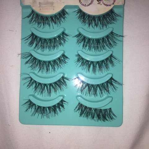 eee9b834768 5 pairs of wispy fake eyelashes. Don't suit me only tried on - Depop