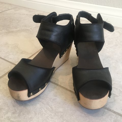 ded47cdb2b7 URBAN OUTFITTERS BLACK WEDGES