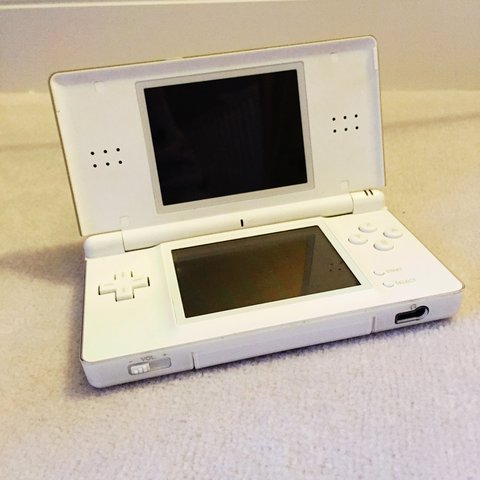 White Nintendo Ds Lite With 4 Games And Charger Stylus Pen Depop