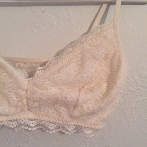 52cff8dbed3 Cream lace bralette. Old Navy brand. Size small. No clasp