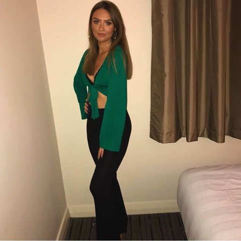2e5473c24cc @gxorgiaa. 4 months ago. Middlesbrough, United Kingdom. Boohoo tie wrap top.  Size 4 however it's stretchy so would fit ...
