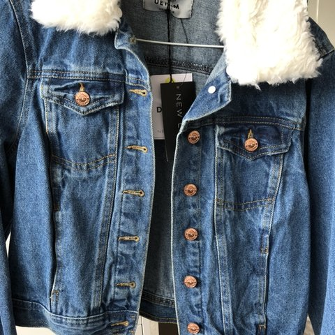 30caabe536297 New look denim jacket with detachable fur collar💙STILL WITH - Depop