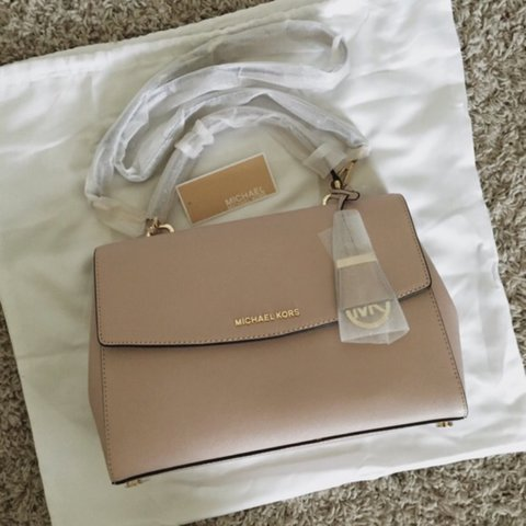 bb5d0d3adb8d AUTHENTIC ✨Michael Kors MK Ava Cross Body Handbag