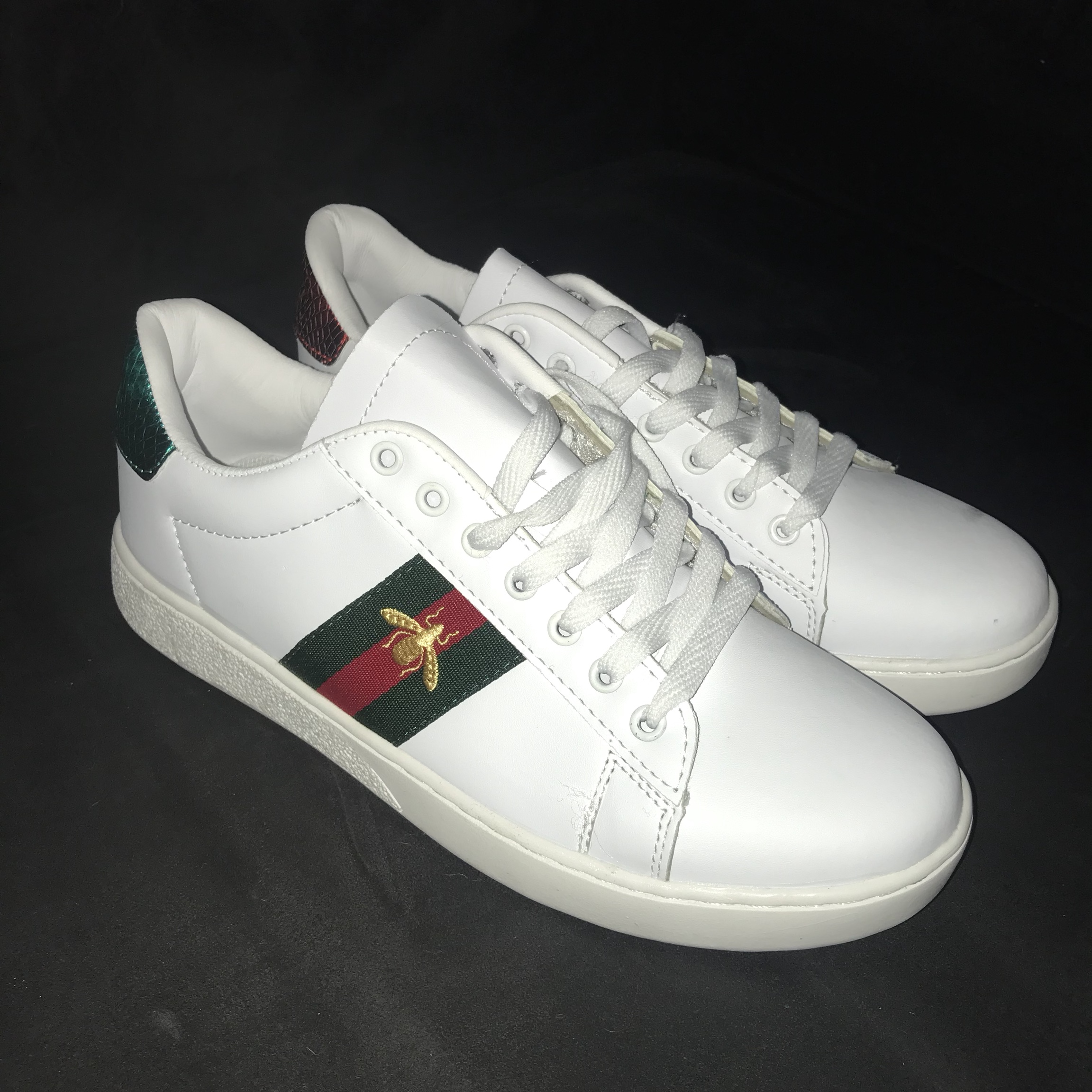 Selling these fake Gucci trainers. They