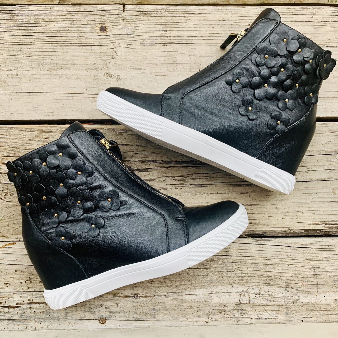 DKNY CONNIE WEDGE SNEAKERS ! ⚡️ FREE