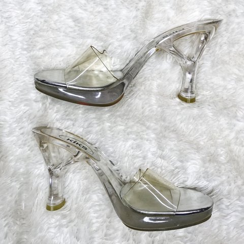 CLEAR LUCITE HEELS Can we appreciate these vintage
