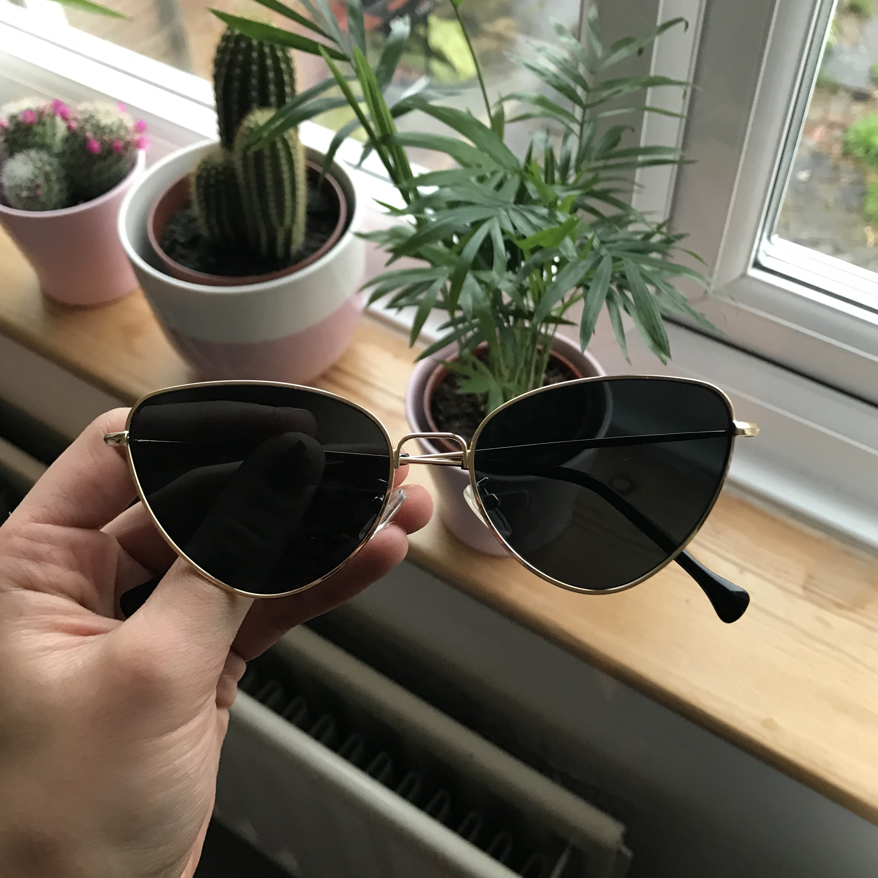 c16e9c456e GOLD METAL BLACK LENSE CAT EYE SUNGLASSES   FREE P P Topshop - Depop