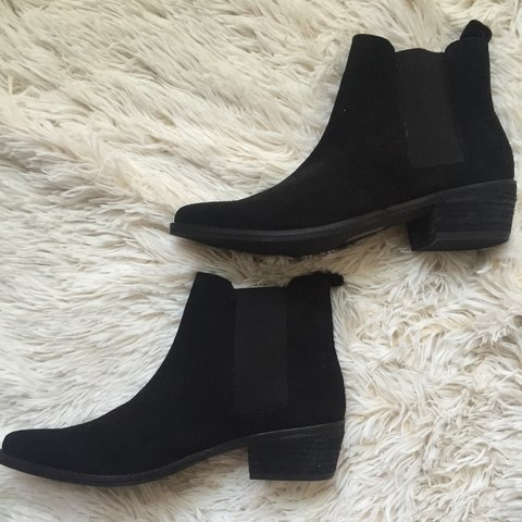 bf79173ac04b August Pointy Toe Chelsea Boots bought from Urban Suede SIZE - Depop