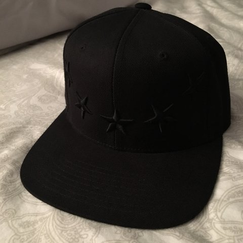 59594611329 40oz givenchy star cap. All black condition is 9 10  14 USA - Depop