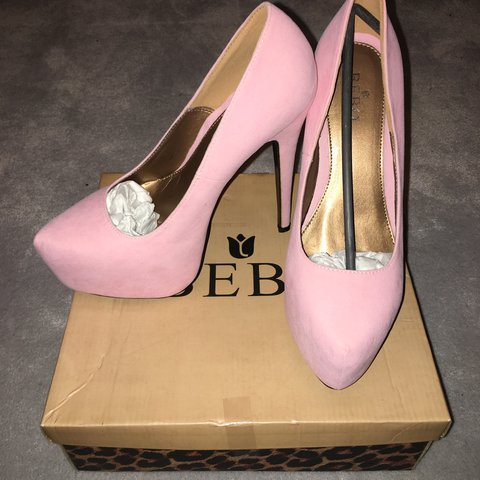 df249b5887d0  lilgarty. last year. United Kingdom. Light pink size 6 platform heels never  been worn!