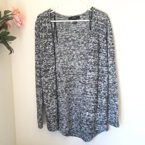 6b353c7a7f Heather gray and white cardigan from Forever 21. Love love I - Depop