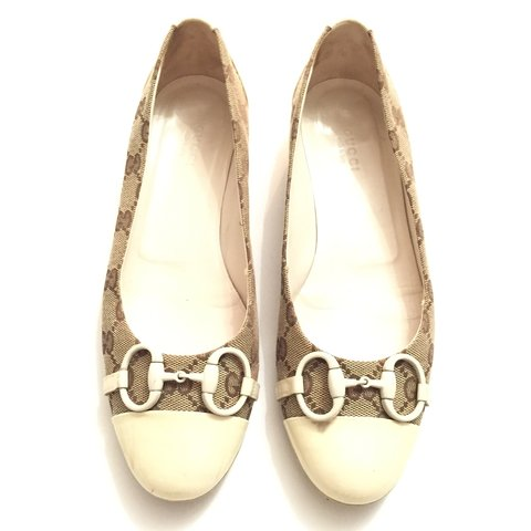 90038bd2ad8 Gucci Original flat shoes - beije logo canvas and pearl