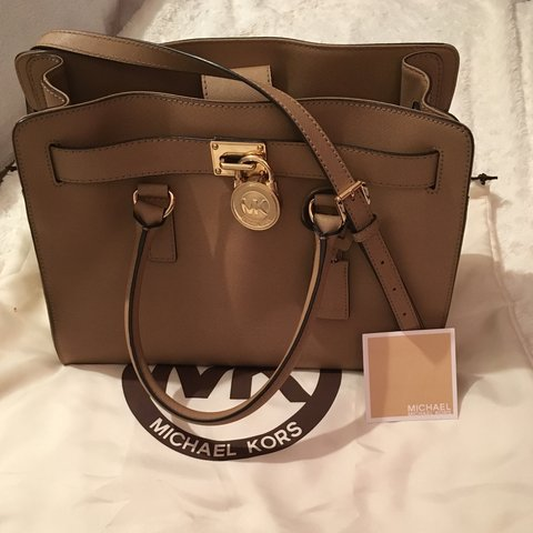 435032002386 Michael kors Hamilton tote bag. Has been used a little but - Depop