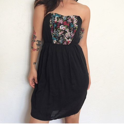 77cbc1746867d Super beautiful vintage strapless dress. Lightly worn . with - Depop