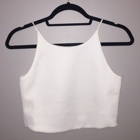 7a4e961a767bc   axlicerosee19. last year. United Kingdom. Zara white crop top. In perfect  condition never been worn.
