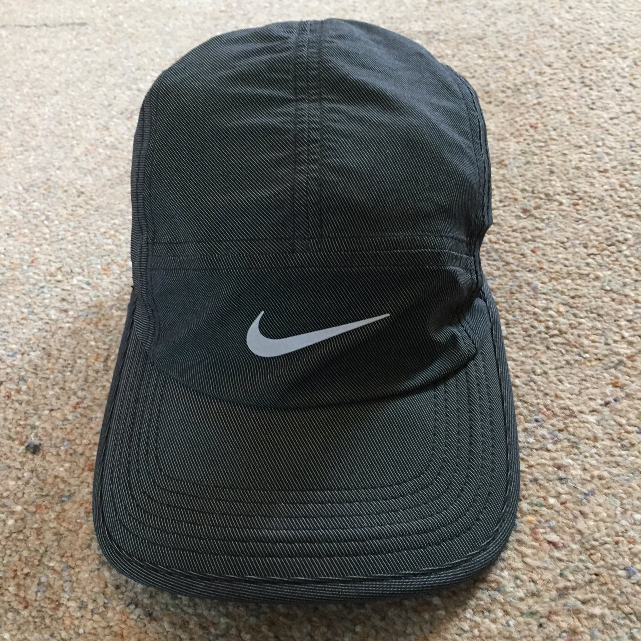 Excellent condition Mens 5 panel Nike hat. Adjustable strap 5cff0b7ac0e