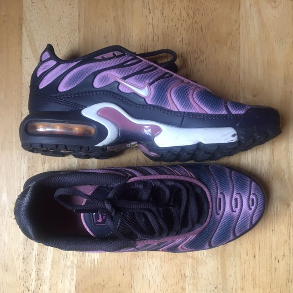 Navy/pink/purple Nike tns don't see