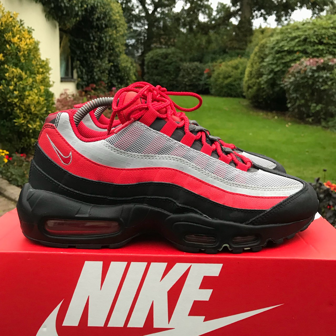 c5553ca860 Nike Air Max 95 Liverpool FC trainers - 9/10 great condition - Depop