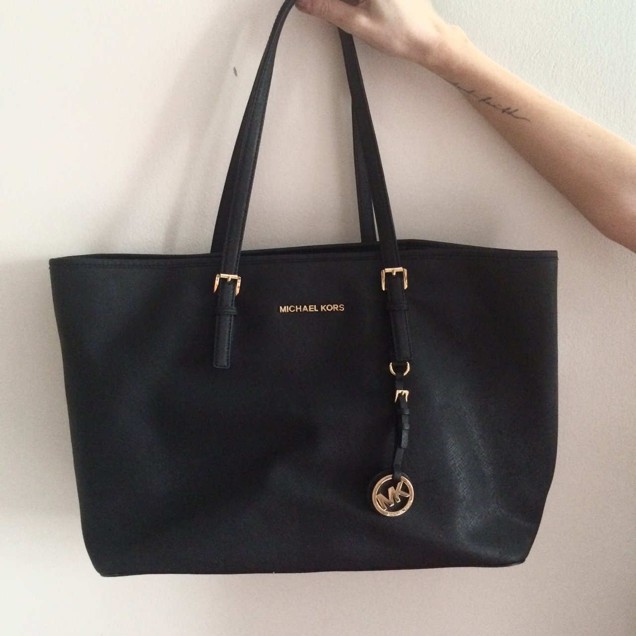 7af412c08c31 @maoiliosa. 3 years ago. Oxford, Oxford, UK. Genuine Michael Kors jet  setter medium tote. Black with gold hardware.