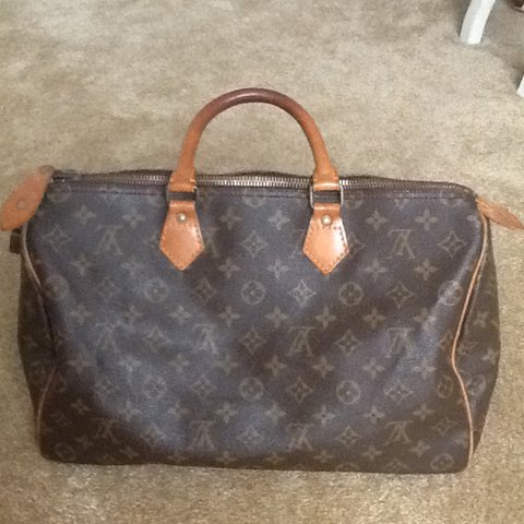 2b41953b16c0 Authentic Louis Vuitton monogram speedy 40 (medium) I ve it - Depop