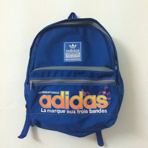 Vintage 90s Adidas bag. Excellent condition. Free shipping - Depop c86f58f557570