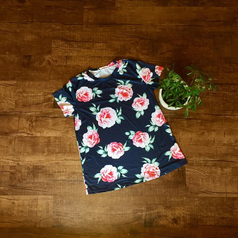 1d2e2bc424e0 @chelseabrooke1421. 2 years ago. Stillwater, OK, USA. Very pretty and  feminine boutique floral short sleeve shirt! Navy blue ...