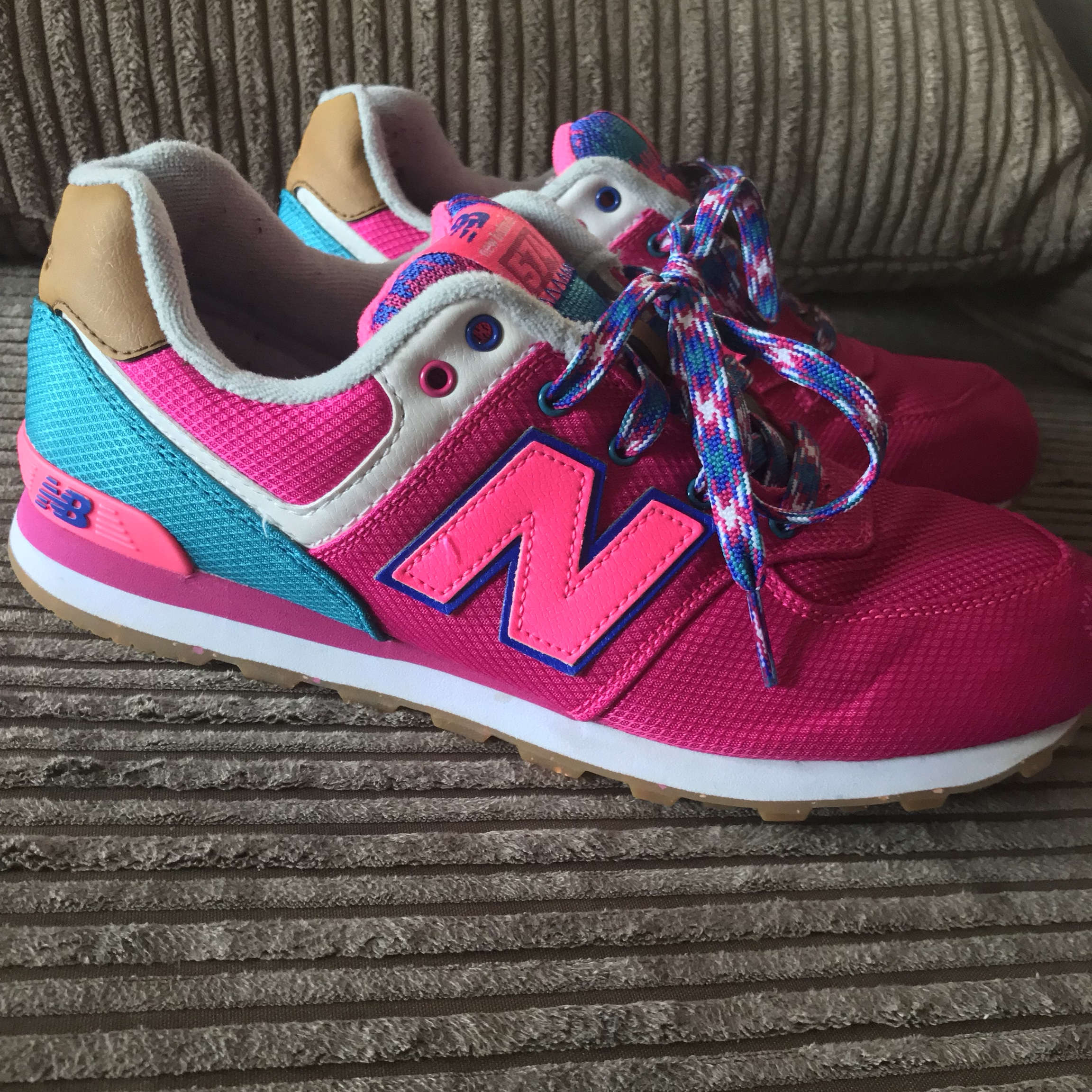 bright pink new balance trainers
