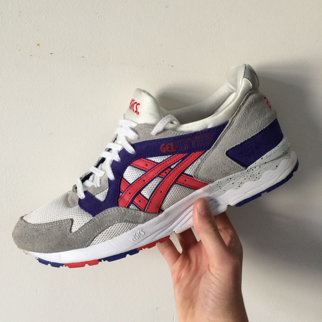populaire winkels gedetailleerde afbeeldingen heet product Asics Gel Lyte V White and Fairy Red, these are size... - Depop