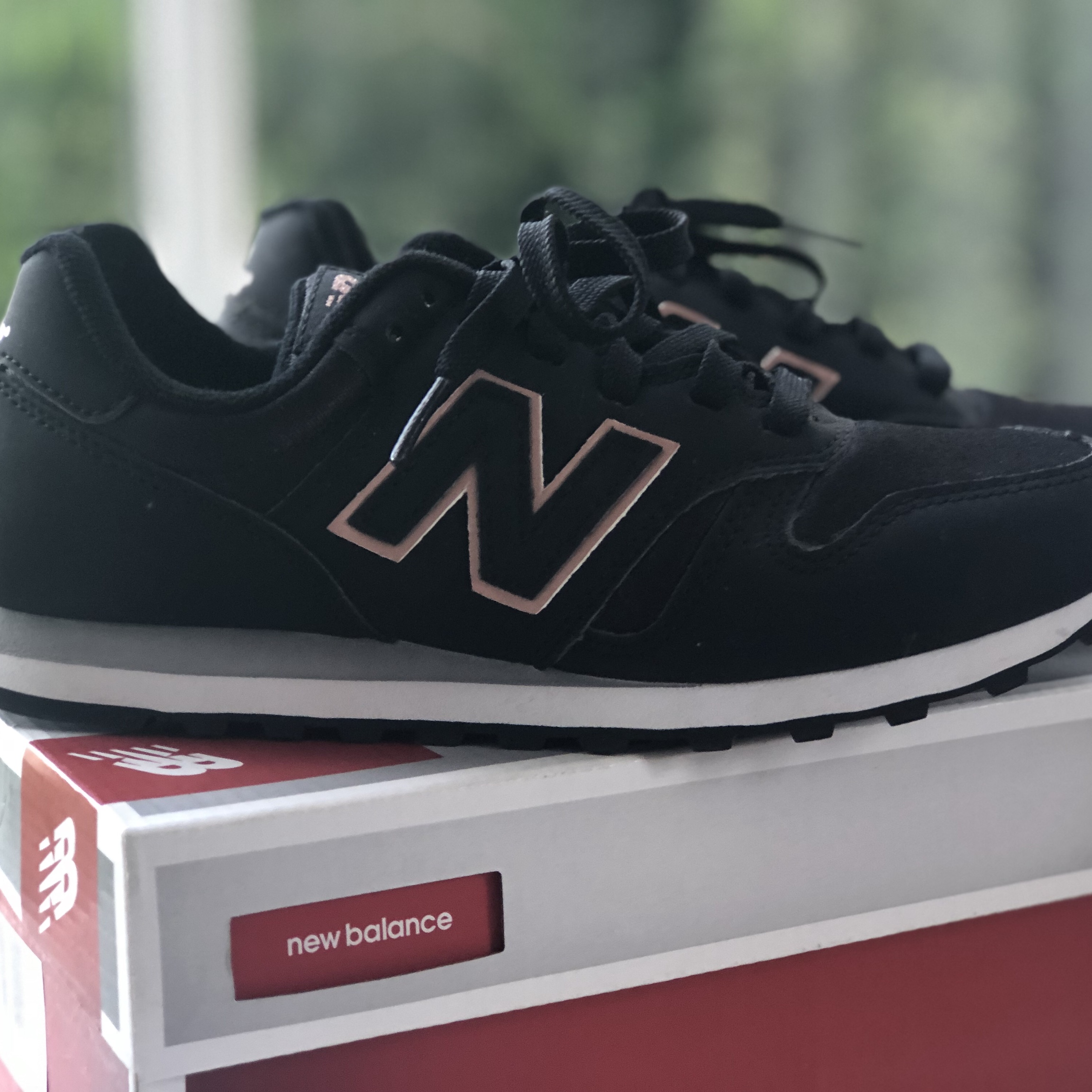 NEW NEW BALANCE 373 Black and Rose Gold trainers