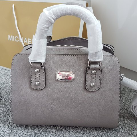 5edc7f673fc0 BNWT Genuine Michael Kors Grey Leather Saffiano are looking - Depop