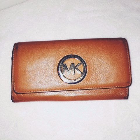 c5575e51d665 @nariahlm6. 4 years ago. Texas, USA. Michael Kors Fulton Leather Carryall  Wallet ...