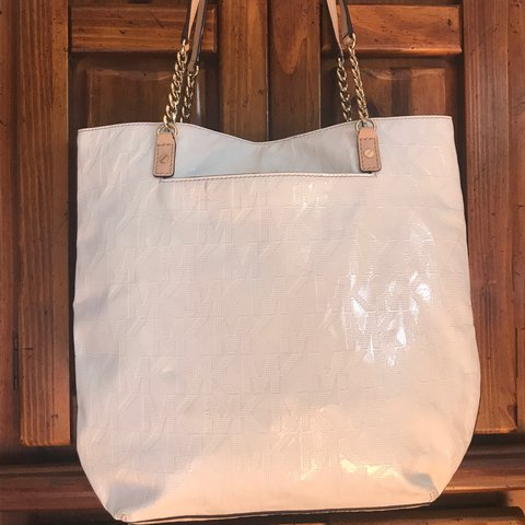 fc5f5d5c84ba White Michael kors bag with gold chain detailing  MK  purse - Depop