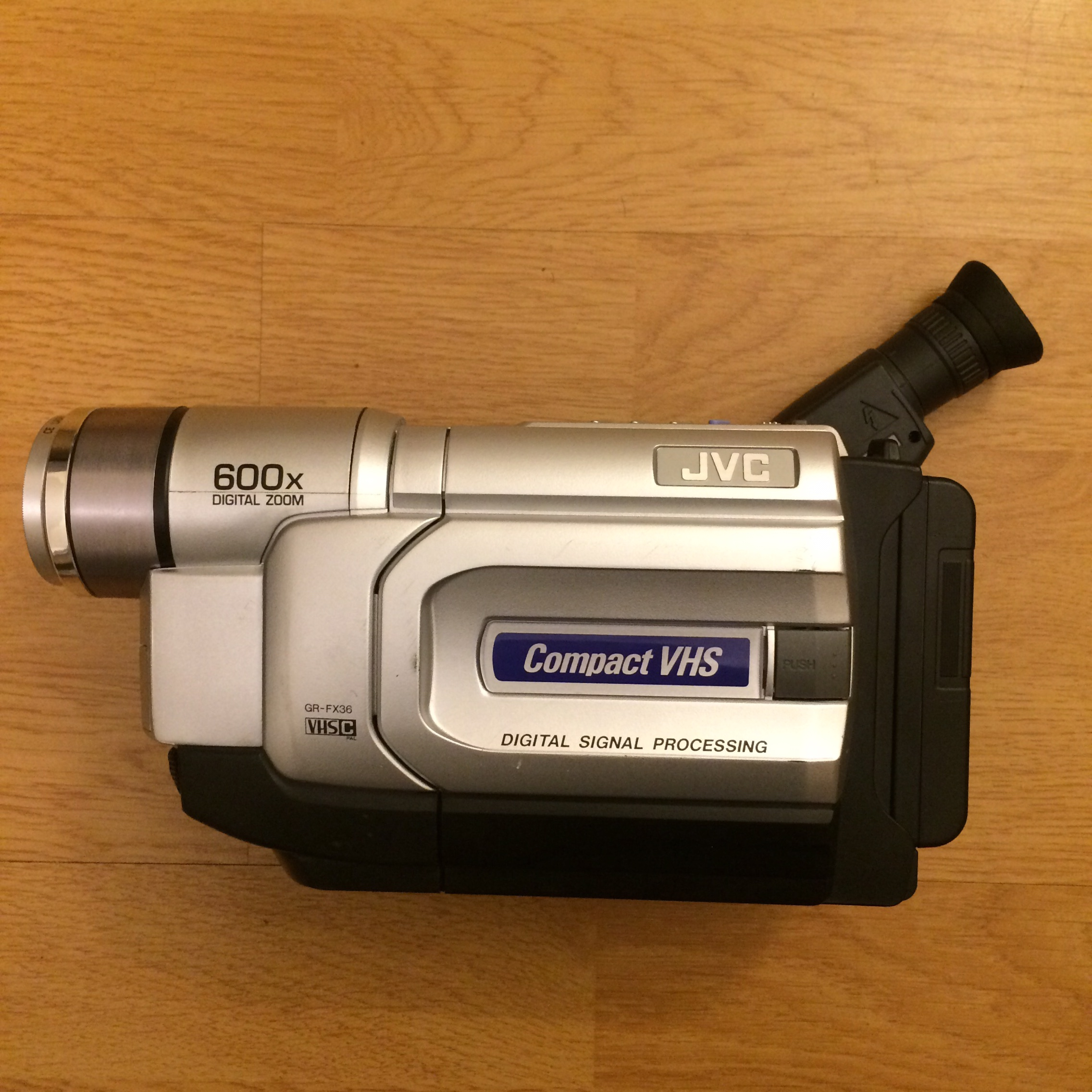 Jvc Gr Fx36 Vhs C Compact Camcorder Used But In Depop
